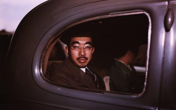 研究会は「天皇は道徳的象徴にすぎないものになるべきである」と力説した(GHQ専属のカメラマンがとらえた昭和天皇)