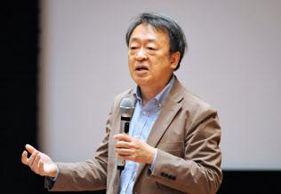 東京工業大学特命教授。1950年(昭25年)生まれ。73年にNHKに記者として入局。94年から11年間「週刊こどもニュース」担当。2005年に独立。主な著書に「池上彰のやさしい経済学」(日本経済新聞出版社)「いま、君たちに一番伝えたいこと」(同)「池上彰の18歳からの教養講座」(同)。新著「池上彰の君たちと考えるこれからのこと」(同)。長野県出身。66歳