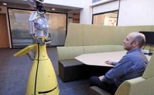 AI搭載ロボット「ベティ」は部長として企業に送り込まれるために進化中