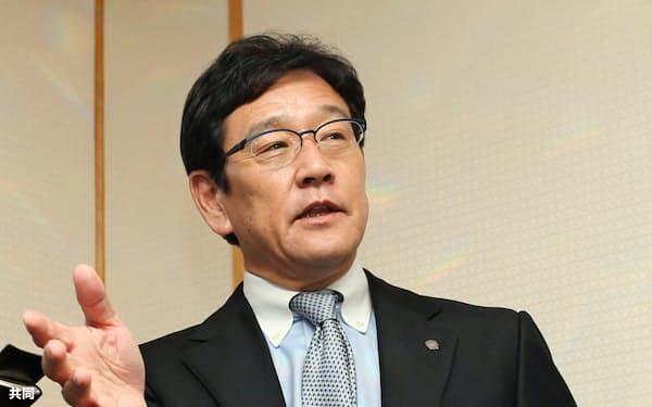 正力松太郎賞の受賞が決まり、記者の質問に答える日本ハムの栗山英樹監督(17日、東京都内のホテル)=共同