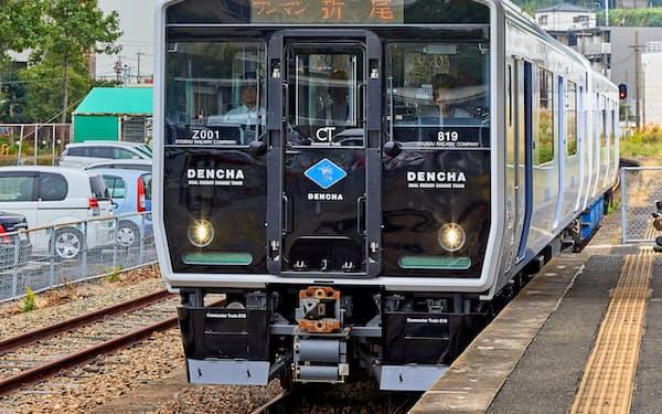 運行を開始したJR九州の架線式蓄電池電車「DENCHA」(北九州市)