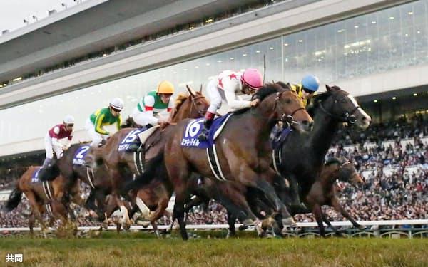 第33回マイルチャンピオンシップを制したミッキーアイル=16(20日、京都競馬場)=共同