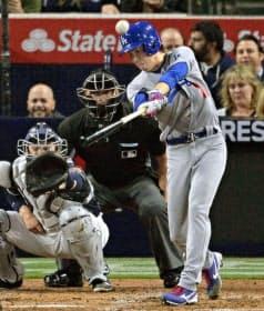 4月6日、メジャー初登板のパドレス戦では本塁打を放つ見せ場も作った=共同