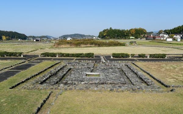 井戸跡の復元遺構。現在では後飛鳥岡本宮以降のものとされている