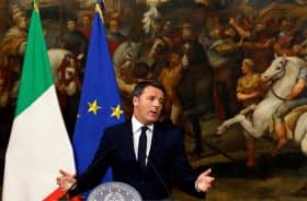 5日、辞任の意向を表明するイタリアのレンツィ首相=ロイター