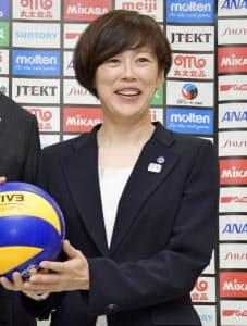 バレー女子代表の中田監督。指導者の分野で女性の活躍が目立ってきた=共同