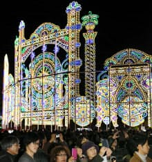 開幕した「神戸ルミナリエ」。毎年多くの人が運営を支えている(2日、神戸市)