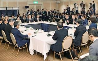 東京都内のホテルで開いた4者によるトップ級会合=共同