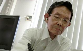 下咽頭がんの治療の影響で声が出にくいため、与謝野氏は筆談で思いを語った