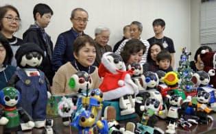 ロビクラブのオフ会には20体以上のロビとオーナーが集まった(東京・品川)