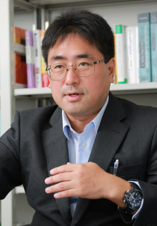 学習院大学の鈴木亘教授