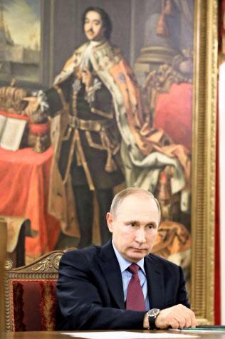 プーチン大統領は「偉大なロシア」の復活を目指しているといわれる(2日、ロシア・サンクトペテルブルク)=タス共同
