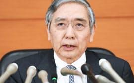 金融政策決定会合を終え、記者会見する日銀の黒田総裁(20日午後、日銀本店)