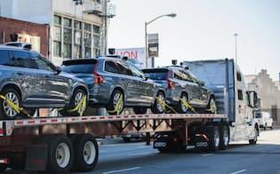 22日、自動運転車を載せてアリゾナ州に向かったウーバーのトレーラー(同社提供)