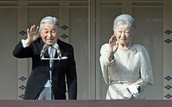天皇誕生日の一般参賀、平成で最多3万8000人: 日本経済新聞