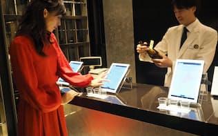 カラフル・ボードは伊勢丹新宿本店で「AI利き酒師」のサービスを展開した