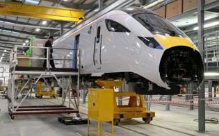 日立とHITACHI英国のニュートン・エイクリフ工場で完成した第1号車両