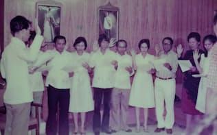30代の検事時代のドゥテルテ氏(中央の長髪の男性、1980年代初め)