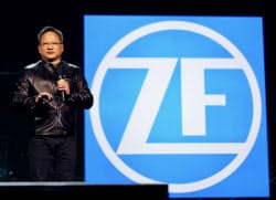 独ZFなど4社との提携を発表する米エヌビディアのファンCEO(4日、ラスベガス)