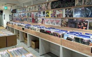 レコードはジャケットの絵柄も大きな魅力だ(「HMVレコードショップ新宿アルタ」=東京・新宿)