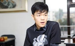 19歳ながら囲碁界の世界トップに立ち、早くも「歴代最強」とも言われる柯潔さん。中国・北京市内でインタビューに応じた。
