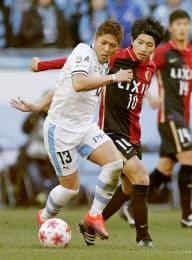 大久保(左)は川崎からFC東京へ移籍する=共同