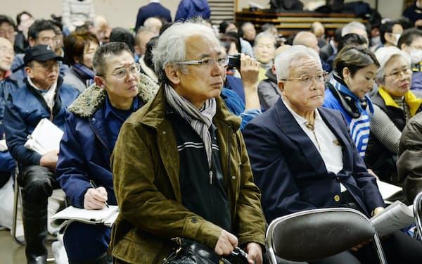 地下水モニタリング調査の結果を聞く市場関係者(14日、東京都中央区の築地市場)