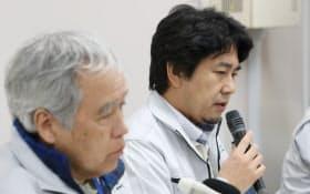 ミニロケット「SS―520」4号機の打ち上げ後に記者会見する宇宙航空研究開発機構(JAXA)の羽生准教授(右)(15日午前、鹿児島県肝付町の内之浦宇宙空間観測所)