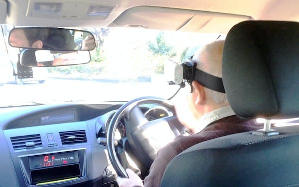 高齢者安全運転支援研究会の実車講習を受ける中村茂男さん(神奈川県座間市の都南自動車教習所)