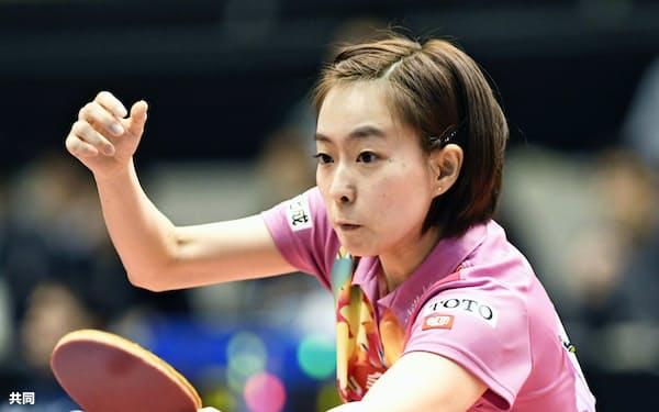 女子シングルスで5回戦進出を決めた石川佳純(19日、東京体育館)=共同
