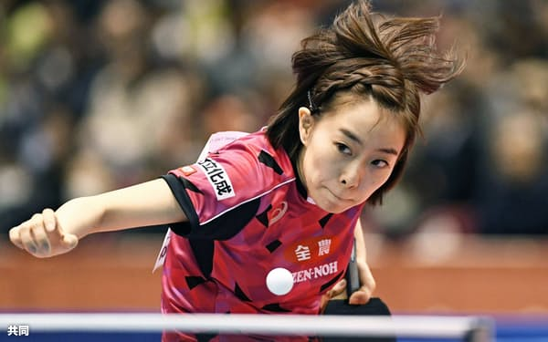 女子シングルスで準々決勝進出を決めた石川佳純(20日、東京体育館)=共同
