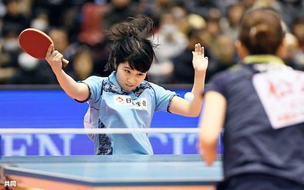 女子シングルスで準決勝進出を決めた平野美宇(21日、東京体育館)=共同