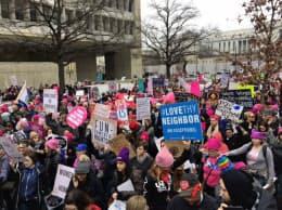 米首都ワシントンには約50万人が集まり、抗議の行進をおこなった