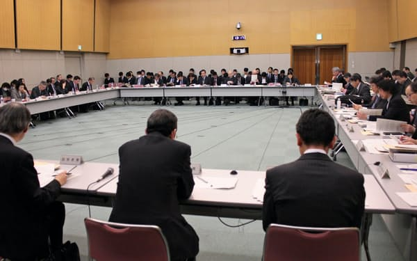 27日に開かれた統計委員会(東京・新宿)