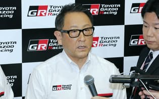 イベント後に記者の質問に答えるトヨタ自動車の豊田社長(2日午後、東京都江東区)