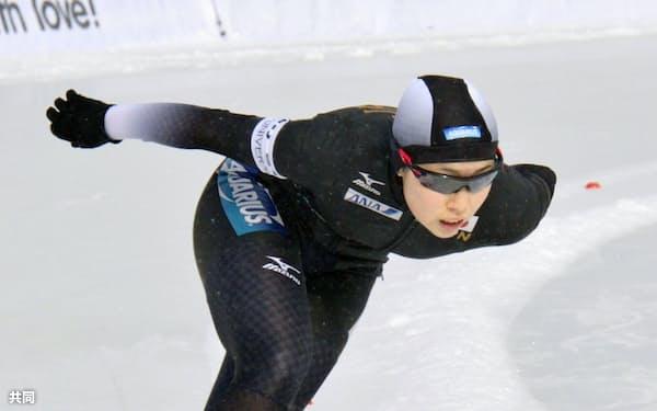 スピードスケート女子1000メートルで4位に入った松沢優花里(4日、アルマトイ)=共同