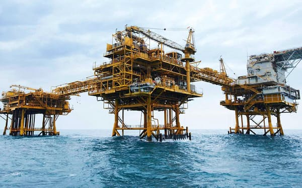 JXは保有する資源権益の見直しを進めている(JXが開発中のベトナム沖の海上油田)