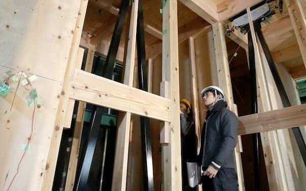 2度の震度7を再現した実験でも木造家屋に大きな損傷は見られなかった(京都府宇治市の京都大学防災研究所)