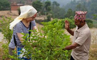 HISのスタディーツアーでは現地の人たちと触れあう(ネパール)