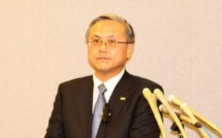 会見する全国銀行協会の国部毅会長(三井住友銀行頭取)