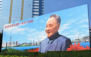 習主席の父を精神的に追い込んだ鄧小平(広東省深圳のモニュメント)