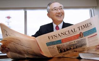 宮内義彦(みやうち・よしひこ) オリックスのシニア・チェアマン。 1935年神戸市生まれ。関西学院大商学部卒。米ワシントン大経営学修士(MBA)。リースを手始めに不動産、生命保険、銀行などへ事業領域を広げてきた金融サービス界の重鎮。最高経営責任者の在任期間は30年を超える。語り口はソフトながら、世の中の動きを分析する視点は鋭く、時に厳しい。現在も経営への助言を続けている。プロ野球オリックス・バファローズのオーナーの顔も持つ。近著に「私の経営論」(日経BP社)。