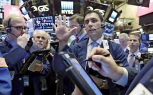 ダウ平均は10日連続で最高値を更新したが(23日、ニューヨーク証券取引所)=AP