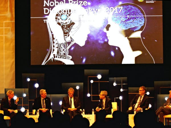 AIについてのパネル討論に臨むノーベル賞受賞者ら