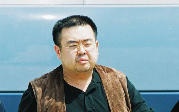 全日空機に乗り込む金正男氏(2001年5月4日、成田空港)
