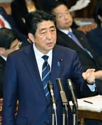 参院予算委で答弁する安倍首相(1日午後)=共同