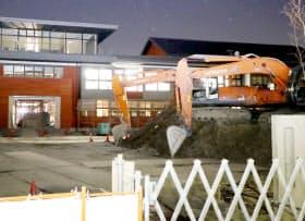 学校法人「森友学園」が取得した土地に開設を予定する小学校の建設現場(2月27日、大阪府豊中市)