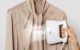 ハンガーにかけたまま使える点が好評(パナソニックの「衣類スチーマー」)