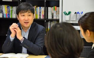 今回は学生に自由に議論してもらい、曽和さんが講評した