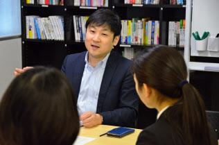 サークルやゼミなど、学生時代の活動を聞かれることは多い(就活生の質問に答える曽和さん)
